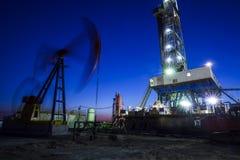 La tour de gisement de pétrole image stock