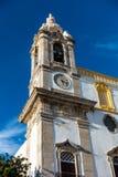 La tour de l'?glise Igreja de Carmo font Carmo ? Faro, Portugal photographie stock libre de droits