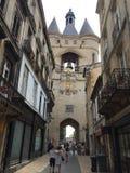 La Tour de L' Horloge ( la grosse cloche) 红葡萄酒,法国 免版税库存图片