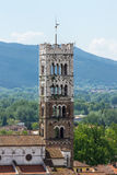 La tour de la cathédrale à Lucques Images stock