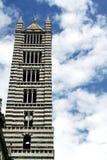 La tour de la cathédrale de Sienne Photographie stock libre de droits