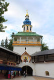 La tour de Petrovskaya des Pskov-cavernes saintes de Dormition (Pskovo-Pechersky) monastère, Russie Image libre de droits