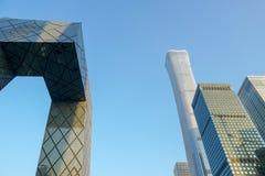 La tour de télévision en circuit fermé et tour de CITIC de Pékin, Chine, pendant le jour bleu dans Pékin photo stock