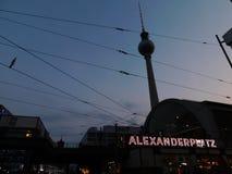 La tour de télévision sur Alexanderplatz photos libres de droits