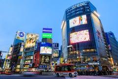 la tour en acier de Tokyo d'élévation résidentielle moderne élevée en verre concrète du Japon de constructions de construction d' Photo stock