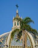 La tour et le dôme de cloche de la Californie à l'entrée de Balboa se garent - Images libres de droits