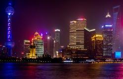 La tour et les bâtiments orientaux de perle dans Pudong est secteur moderne de Changhaï photo stock