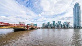 La tour, le pont et le St George Wharf View de Vauxhall Images stock