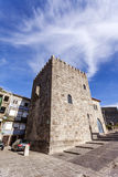 La tour médiévale de Dom Pedro Pitoes Street dans la ville de Porto, Portugal Photos libres de droits
