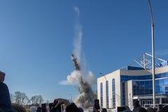 La tour non finie de TV à Iekaterinbourg en Russie a été détonée 03/24/2018 Photo libre de droits