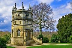 La tour octogonale et l'église de St Mary, à l'abbaye de fontaines, dans North Yorkshire, fin mars 2019 photographie stock libre de droits