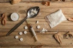 La toxicomanie objecte la texture en bois rustique de fond avec le dri images libres de droits