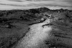 La traînée de désert se fane dans la distance Image libre de droits