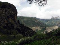 La traînée du haut randonneur de l'Himalaya scénique Photos libres de droits