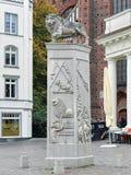 La traccia di Lion Monument sul quadrato del mercato di Schwerin, Germania Fotografia Stock