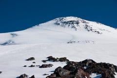 La traccia su nonte Elbrus fotografia stock libera da diritti