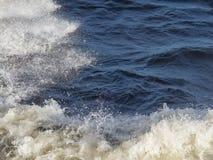 La trace du bateau sur la mer Images libres de droits
