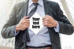 La traction d'homme d'affaires la chemise lui-même image libre de droits