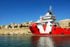 La traction subite de prudence de Vos/bateau d'approvisionnement en mer Photos libres de droits