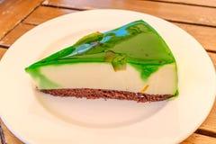 La tranche de vert a glacé le gâteau de flan de pomme Photos libres de droits