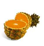 La transformación de la piña en naranja Imagen de archivo libre de regalías