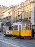La tranvía vieja en el Praca hace Comercio en Lisboa Imágenes de archivo libres de regalías