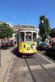La tranvía famosa en la línea 12 en Lisboa portugal Imágenes de archivo libres de regalías