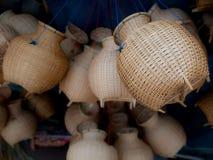 La trappola di bambù del pesce del canestro tessuto immagine stock