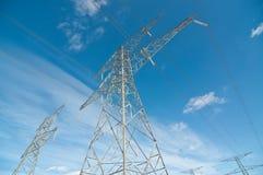 La trasmissione elettrica torreggia su (piloni) Fotografia Stock Libera da Diritti