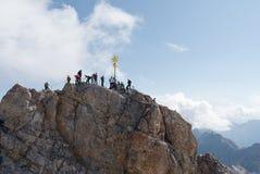 La traversa in cima allo Zugspitze Fotografia Stock Libera da Diritti