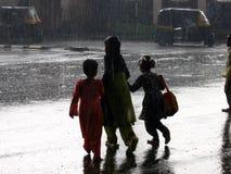 La travesía lluviosa Foto de archivo