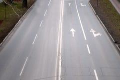 La trayectoria concreta gris sin los coches Fotos de archivo