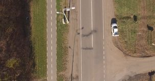 La trayectoria de la carretera y de la bici de asfalto metrajes