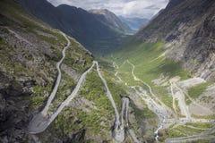 La trayectoria de los duendes (Trollstigen) Foto de archivo libre de regalías