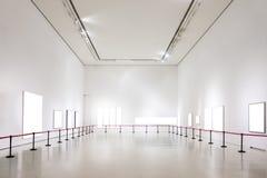 La trayectoria de recortes blanca de la exposición de Art Gallery Museum Blank Frame es imagen de archivo