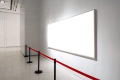 La trayectoria de recortes blanca de la exposición de Art Gallery Museum Blank Frame es imagenes de archivo