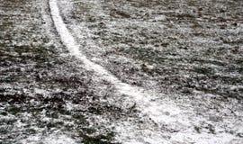 La trayectoria en el invierno del campo imagenes de archivo