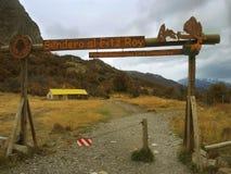 La trayectoria a la montaña de Fitz Roy, en el EL Chalten, la Argentina. Foto de archivo