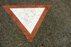 La triangle d'avertissement se connectent le béton Photographie stock