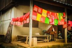 La tribù indigena della collina fa il cucito Fotografie Stock Libere da Diritti