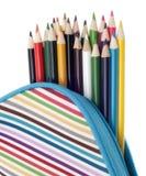 La trousse d'écolier avec les crayons colorés se ferment vers le haut Photographie stock libre de droits
