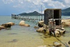 La tubería del agua dulce en la playa Foto de archivo libre de regalías