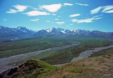 La tundra resuelve las montañas imagenes de archivo