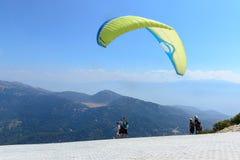 La Turchia, Oludeniz, montagna di Babadag, il 30 luglio 2018, voli di parapendio immagini stock