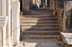 La Turchia, Smirne, Bergama in greco le scale di pietra differenti ellenistiche del greco antico, questo è una civilizzazione rea Immagine Stock