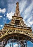 La turnerar det Eiffel symbolet av Paris Arkivfoto