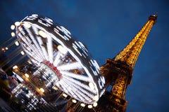 La turnerar Eiffel på natten Royaltyfri Fotografi