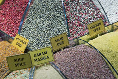 La Turquie, Istanbul, bazar d'épice, épices turques à vendre photos libres de droits