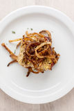 La Turquie Meat Loaf avec des ficelles mises le feu d'oignon Photographie stock
