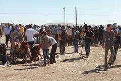 LA TURQUIE A OUVERT SA FRONTIÈRE AUX SYRIENS Photo libre de droits